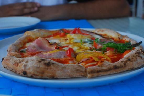 White Beach Hotel: The wicked pizza the hotel restaurant
