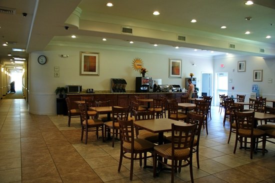 La Quinta Inn & Suites Houston Channelview: breakfast area