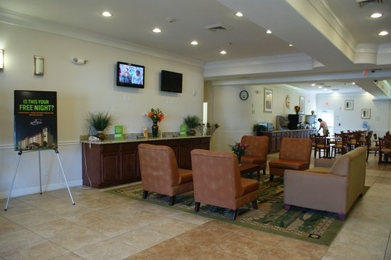 La Quinta Inn & Suites Houston Channelview: foyer