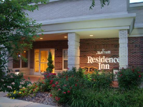 Residence Inn Indianapolis Carmel: front door