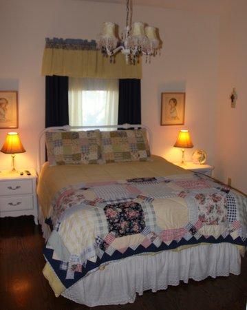Heavenly Habitat: West Bedroom