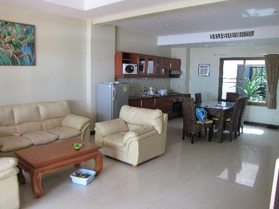 Kamala Beachfront Apartment: Kitchen living area