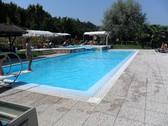Relais La Corte: la piscina fantastica con trampolino