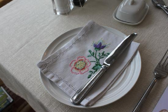 Southdown B&B / White Horse Walking Holidays: Beautifully decorated table