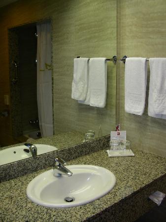 Hotel Riu Palace Madeira: salle de bain