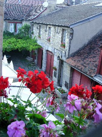 Hotel Du Sauvage : View from room over courtyard