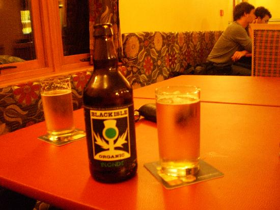 Loch Ness Backpackers: local beer from the bar on the common room