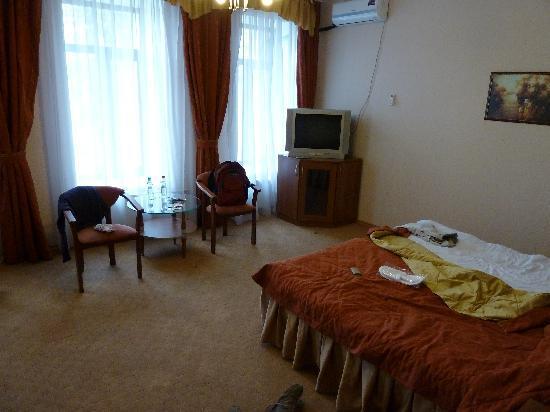 City Hotel Comfitel: room 301 where I stayed