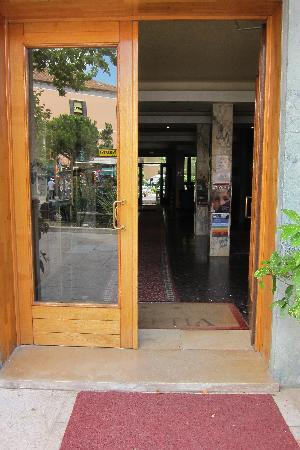 Hotel Helvetia: Hotel Front Entrance