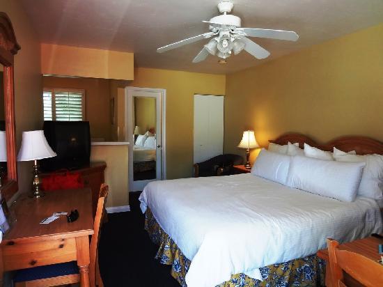 Marina Beach Motel: Room