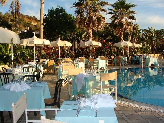 Villaggio Il Gabbiano: Cena di gala a bordo della piscina (ogni giovedì)
