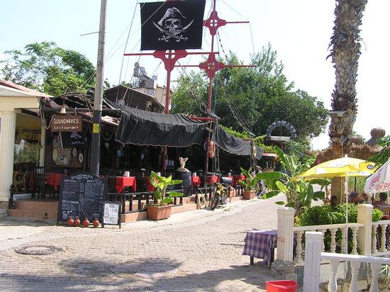 Soundwaves Restaurant: Soudwaves Pirates ship at mornings