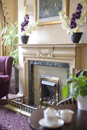 Country Living Lansdown Grove Hotel: Coast and Country Lansdown Grove Hotel Fireplace