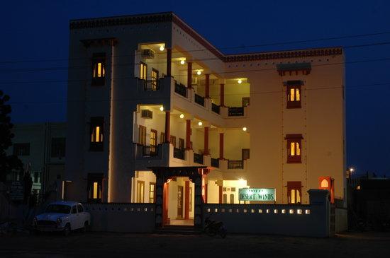 โรงแรม ดีเซิร์ท วินดส์