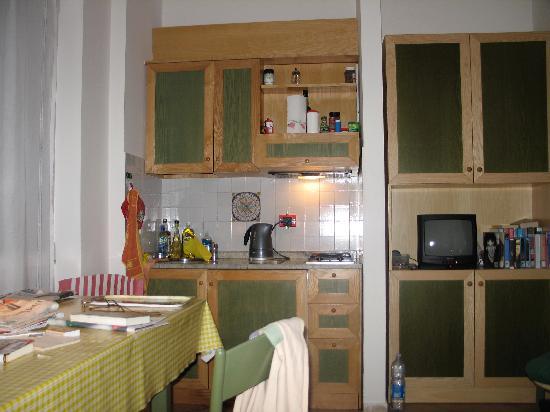 La Rocca Residence di Ragni Mauro: soggiorno con angolo cottura