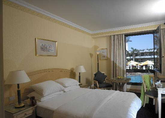 Le Passage Cairo: Queen size bed room