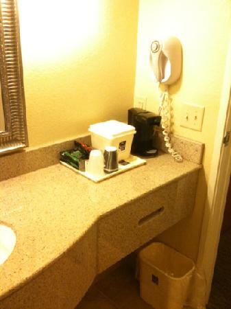 Sleep Inn & Suites : bathroom coffee maker