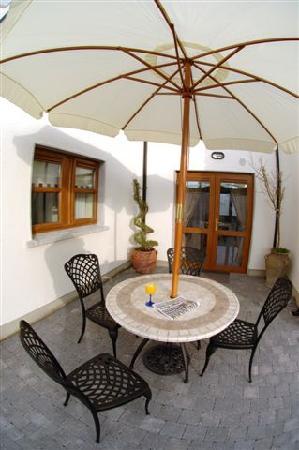 Avlon House Bed and Breakfast: Avlon House outdoors
