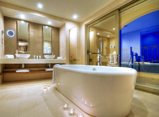 Hilton Malta : Relaxation Suite Bathroom