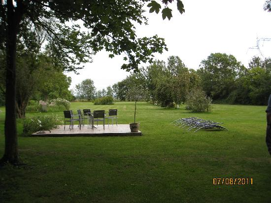 Le Chateau : The garden