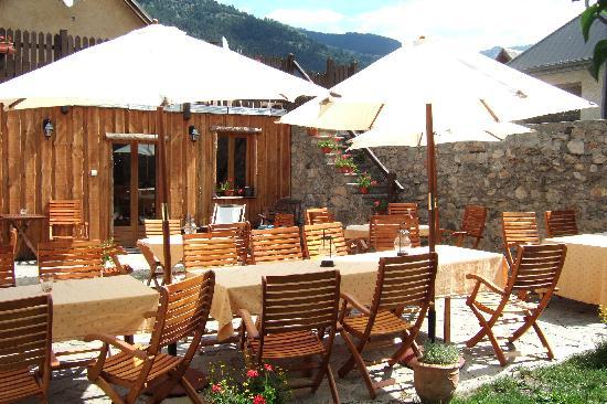 Hotel la maison du bez la salle les alpes francia - La salle les alpes office du tourisme ...