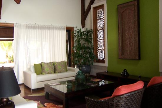 Sankhara Luxury Beach Villa: Tiara Villa - sitting room