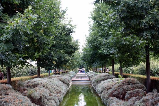Promenade plantee: A water garden