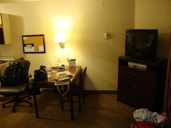Candlewood Suites Philadelphia - Mt. Laurel : Queen Bed Studio Suite