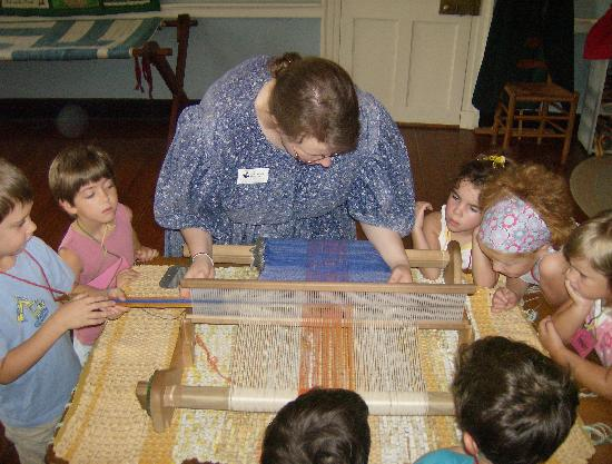 Rose Hill Manor Park & Museums: Learning how to weave