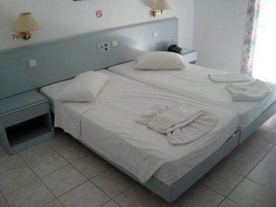 Alexandra Beach Hotel & Apartments: camera matrimoniale