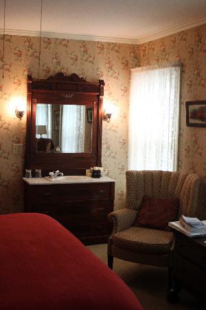 Pentagoet Inn: Vintage washstand sink was beautiful.