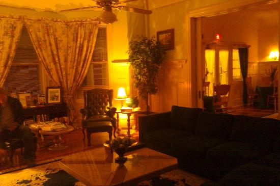 Cedars & Beeches: Livingroom