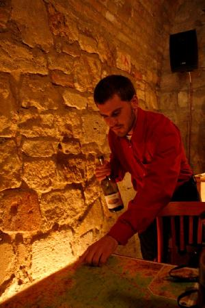 Royal Wine House and Wine Cellar Museum: Host using the map