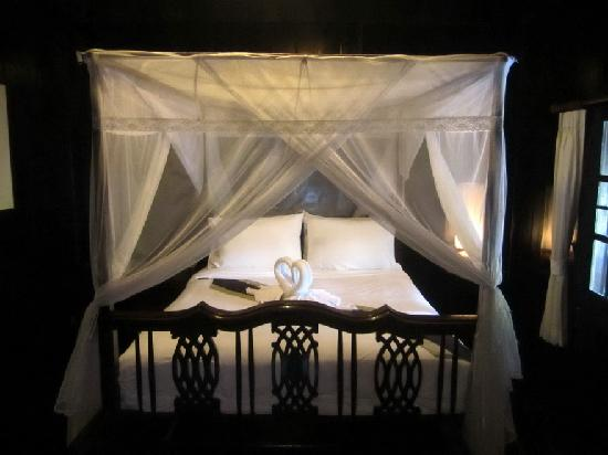 Club One Seven Chiang Mai: Splendid bed and towel origami