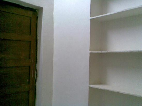 Gabriels Guest House: shelf