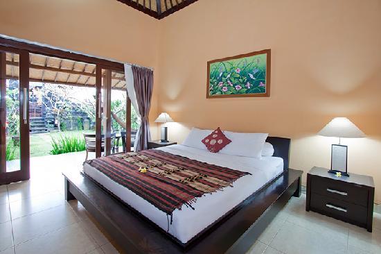 Wayan's Guest House: Kingsize Bedroom Corner