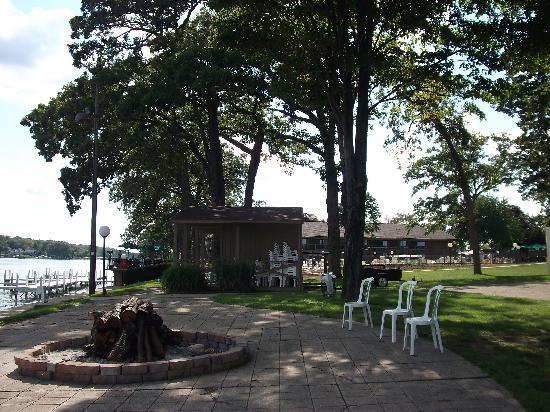 Lake Lawn Resort: Set up for bonfire at night