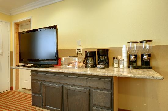 Americas Best Value Inn Downtown: Breakfast Area