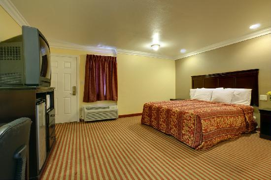Americas Best Value Inn Downtown: 1 King Room