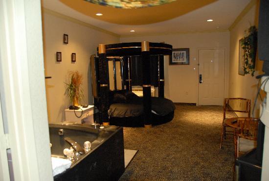 Americas Best Value Platinum Inn & Suites : Serenget Whirpool Suite