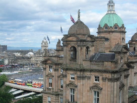 Capital View Apartments: View of Bank of Scotland from the window