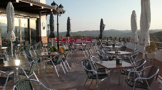 Apartamentos Turistico Rurales Via Verde del Aceite: Terraza restaurante