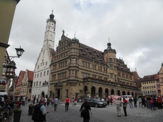 Hotel Raidel: Main square and Rathaus