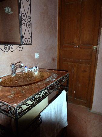 Riad Saada : salle de bains a l 'étage