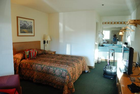 Sugarloaf Mt. Motel: The actual room