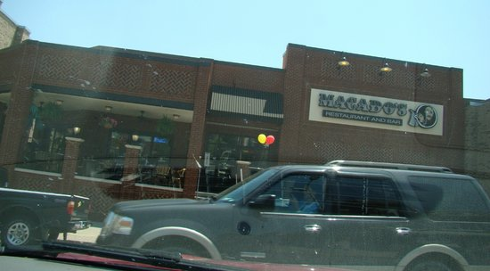 Macado's: 6/6/11 Great restaurant, enjoyed eating on open patio