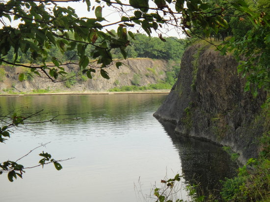 Waterford, NY: View of the cliffs-the perimeter trail follows along the edge of the cliffs
