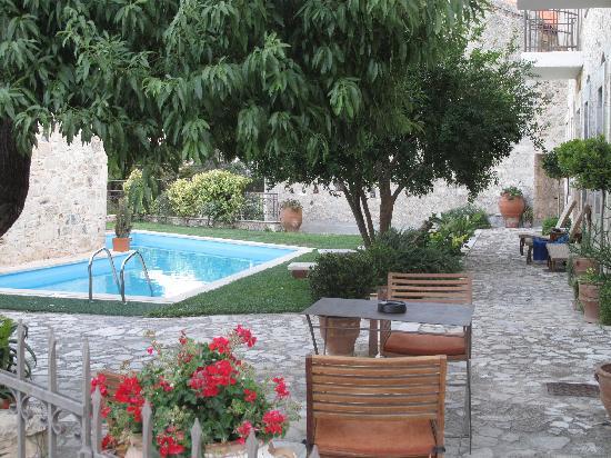 Villa Kerasia: bazén