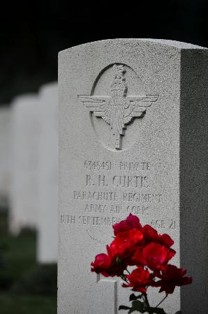 Airborne Cemetery: Parachute Regt Grave