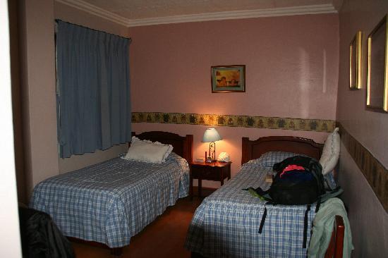 Hostal Posada del Angel: bedroom with angels